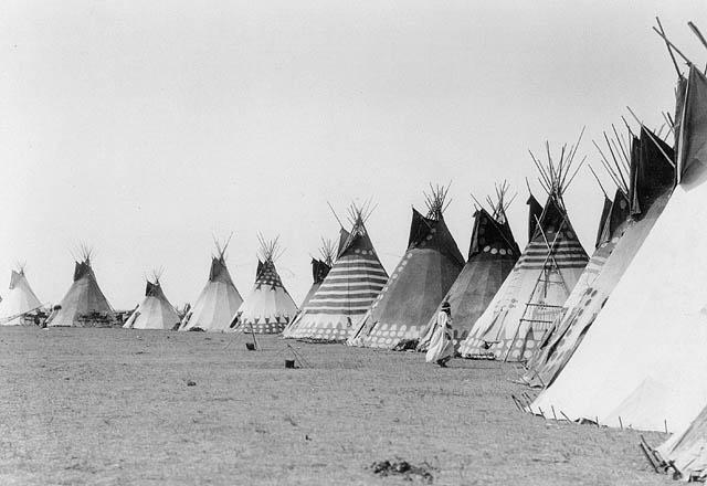 Blackfoot_tipis